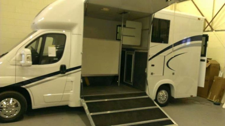 Equihunter Encore 39 - 3.9 tonne Horsebox