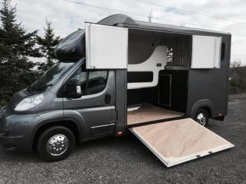 Bloomfields Legacy S 3.5t Horsebox