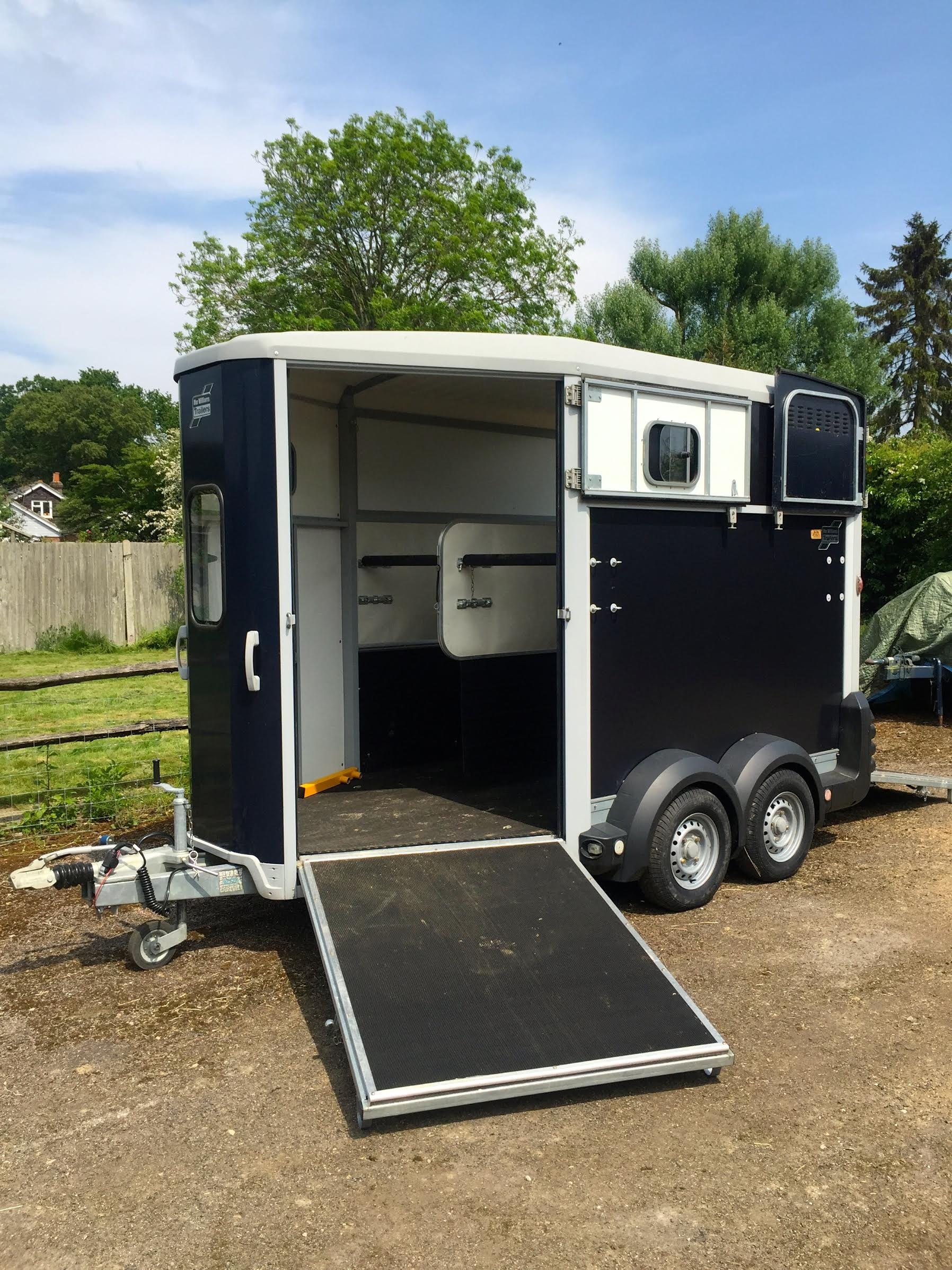 for sale ifor williams hb511 double horsebox trailer like new equihunter. Black Bedroom Furniture Sets. Home Design Ideas