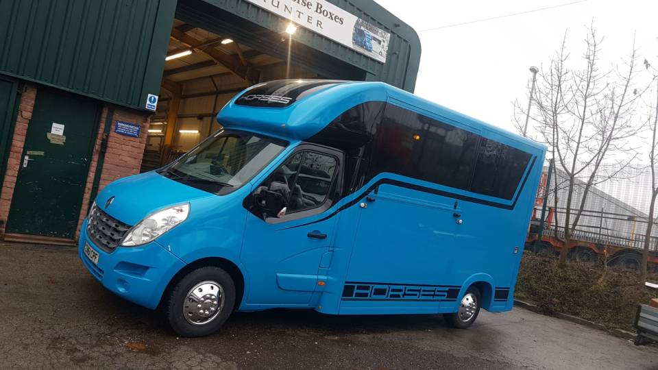 Equihunter Arena 3.5 Tonne Horsebox in Porsche Mexico Blue