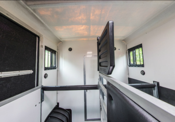 Equi-Trek Sonic 3.5 Tonne Horsebox For Sale