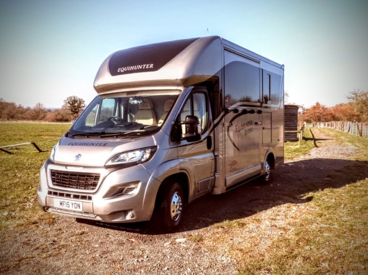 Equihunter Aspire 3.5t Horsebox in BMW Metallic Melting Silver