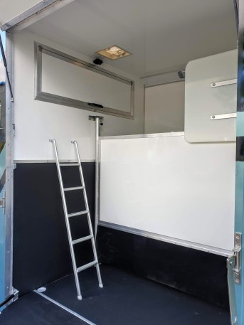 Equihunter Encore 39-3-9 Tonne Horsebox